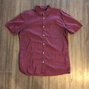 H&M short sleeved button up burgundy shirt